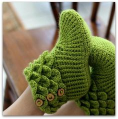Cute booties (crochet) http://media-cdn7.pinterest.com/upload/176766354094387015_bXwz8RDS_f.jpg miersmak craft ideas
