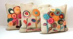 alm yute 50 x 50 Felted Wool Crafts, Felt Crafts, Fabric Toys, Fabric Art, Wet Felting, Needle Felting, Hippie Crafts, Felt Cushion, Colourful Cushions
