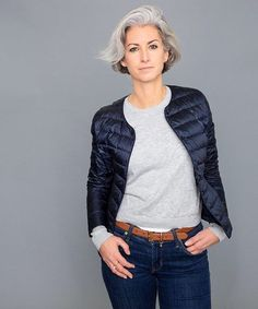 Things are happening. Grey White Hair, Grown Women, Aging Gracefully, Parisian Style, Mom Style, New Pictures, Classic Style, Short Hair Styles, Beauty