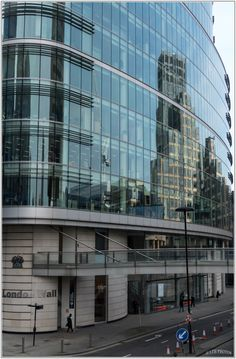 Reflets in the City - Street View - LONDON   Photo : Thierry LTH - Vercors - France -
