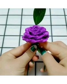 Diy Crafts For Gifts, Diy Arts And Crafts, Creative Crafts, Tissue Paper Flowers, Fabric Flowers, Paper Roses, Diy Flowers, Paper Crafts Origami, Tissue Paper Crafts