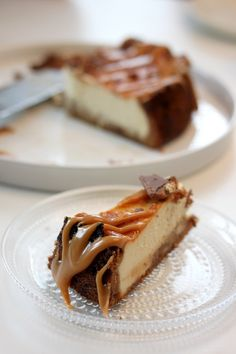 Omar-kuorrutteinen Daim New York Cheesecake Cheesecakes, New York, Philadelphia, Koti, Desserts, Tailgate Desserts, New York City, Deserts, Cheesecake