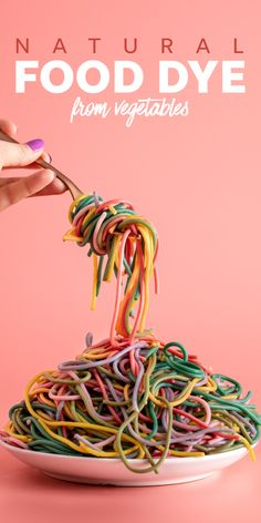 Avoid artificial food dye and make your own all-natural food coloring from vegetables instead. This easy method is both eye-catching and fun. Rainbow Pasta, Rainbow Food, Vegan Dessert Recipes, Healthy Recipes, Pasta Shop, Cooking Tips, Cooking Recipes, Vegetable Dips, Natural Food Coloring