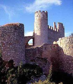 Castillo de Chivert, Castellón,Spain. Fortificación islámica de los siglos X y XI, en las estribaciones del macizo de la Sierra de Irta. Durante la ocupación musulmana se construyó una alcazaba y una villa fortificada. En 1234, Xivert fue conquistado por la Orden del Temple. Los templarios remodelaron el castillo añadiendo dos grandes torres circulares, una iglesia y un aljibe. Tras la desaparición de la Orden del Temple el castillo y su aljama pasaron a la Orden de Montesa.