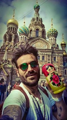 World Party TV Show in Russia, Alpha TV, with Sakis Tanimanidis Georgios Mavridis. Mirrored Sunglasses, Tv Shows, Princess Zelda, Mens Fashion, Guys, World, Celebrities, Party, People
