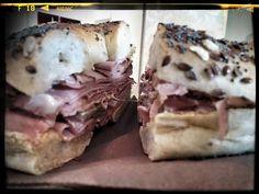 150gr di Pastrami, doppio cheddar, senape, mayo e cetriolini... CHE TE LO DICO A FÀ!!! #sogood #roma #aventino #circomassimo #craftbeer #pastrami #bagel #cheddar #senape #mustard #mayo #cetrioli #pickles #pastramihouse #yummy #foodporn #dafareaROMA