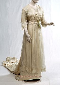 Wedding dress, 1913. Embroidered tulle over ivory satin. National History Museum, Chile
