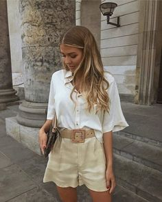 10 looks estilosos com shorts para testar este verão Trend Fashion, Fashion 2020, Look Fashion, Womens Fashion, Classy Fashion, 70s Fashion, Petite Fashion, Fashion Lookbook, Party Fashion