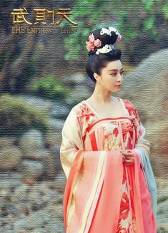 The Empress of China (simplified Chinese: 武媚娘传奇) is a 2014 Chinese television drama based on events in and Tang dynasty, starring producer Fan Bingbing as the titular character Wu Zetian—the only female emperor in Chinese history. Chinese Traditional Costume, Traditional Dresses, The Empress Of China, Chinese Clothing, Oriental Fashion, Chinese Culture, China Fashion, Hanfu, Costume Design