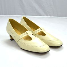 Vtg 90s Cream White Leather PARADISE KITTENS Mary Jane Loafer Heel Shoes 7.5 D Shoes Heels, Flats, Heart Dress, Heeled Loafers, Cream White, White Leather, Mary Janes, Kittens, Paradise