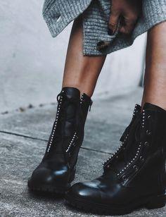 """Bottines esprit """"néo rangers"""" et maille confortable font souvent bon ménage (boots Zara - photo Thefab3)"""