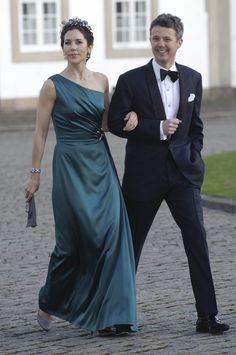 Se billederne: Kronprinsesse Mary fylder 42   www.bt.dk