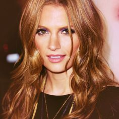 Kate Beckett's Hair - want this but need to keep growing mine to achieve the length