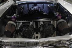 1957 Chevy Sleeper motor bei Grand National Roadster Show. Es ist ein K&N Luftfilter für sie.