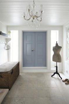 Foyer. Entrance door color ideas. omgeeeee LOVE the door!