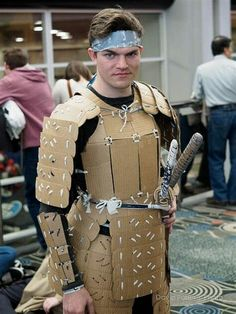 Cardboard Samurai at FanX 2015 Day 3 - Diy Armour Cardboard Costume, Cardboard Crafts, Hallowen Costume, Cool Costumes, Recycled Costumes, Foto Top, Foam Armor, Cosplay Diy, Recycled Fashion