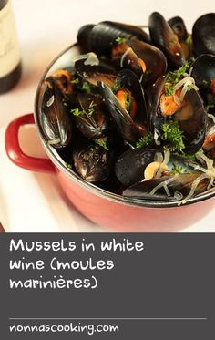 Mussels in white wine (moules marinières) Mussel Recipes, Beer Recipes, Side Dish Recipes, White Fish Recipes, Fried Fish Recipes, Easy Baking Recipes, Quick Recipes, Fish Recipe Summer, Mussels Recipe Beer