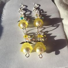 HC Dark Yellow Flowers Crystals and Pearls by SouthernWomenCrafts