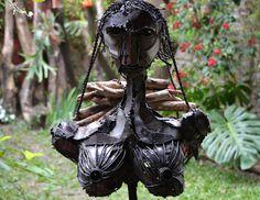 """Monica Montal  , Escultura en hierro """" Invisibilidad """" Mujer leñadora del Chaco Salteño"""