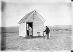 Remnants of a Time Homesteaders got title to 320 acres if they built a cabin and stayed three years. The British photographer Evelyn Cameron came across these homesteaders in Marsh, Montana, in 1911. If you drive through the badlands of eastern Montana, you can go for miles without seeing another car, a house or even a tree. Then, out of nowhere, on the side of the road, a broken-down plow appears, an abandoned farm house, an old water pump.