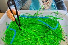 Thema lente; 18 spelletjes & activiteiten in en met de natuur voor peuters en kleuters - Mamaliefde Fun Activities For Kids, Baby Play, Diy For Kids, Kids Playing, Blog, Hani, Carnival, Crowns, Insects