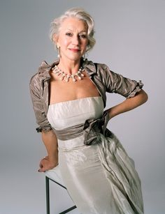 Helen Mirren. What she could teach the young about beauty. This is contained for her, she could sure own more 'letting loose', but say for a mother of the bride event? Beautiful Light Summer neutral colours, beautiful monochromatic ensemble.