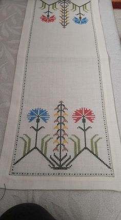 Enhance your stitch repertoire by using overdyed floss to stitch Autumn's glory. Stitch Count: 95 wide x 94 high. Simple Cross Stitch, Cross Stitch Borders, Cross Stitch Designs, Cross Stitching, Cross Stitch Embroidery, Cross Stitch Patterns, Hand Embroidery Patterns, Embroidery Designs, Embroidery Stitches