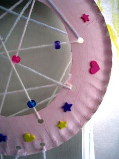 Manualidad Infantil: Tutorial para fabricar nuestro propio cazador de sueños.