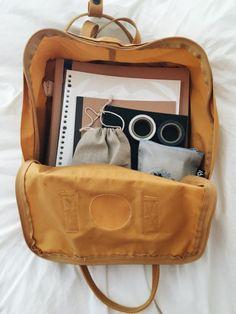 Lisa Simpson is my spirit animal Mochila Kanken, Kanken Backpack, What In My Bag, What's In Your Bag, Vsco Packs, Aesthetic Backpack, Backpack Essentials, Cute Mini Backpacks, Cute School Supplies