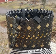 6,3 x 18,5 paloilla, Kulta Katsiinasta. Candy Bags, Louis Vuitton Monogram, Upcycle, Recycling, Pattern, Crafts, Wicker, Hampers, Totes
