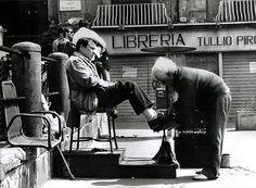 Lustrascarpe a piazza Dante