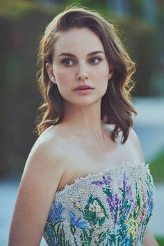 Natalie Portman for new Miss Dior Eau de Parfum, 2017 Miss Dior, Nathalie Portman Style, Beautiful People, Most Beautiful, Beautiful Women, Actrices Hollywood, Outfit Trends, Gal Gadot, Celebs