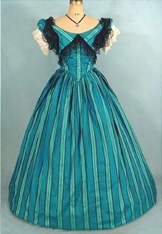 Robe de bal en soie rayée Victoria et Elizabeth