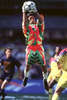 Jorge Campos Portero Universitario, PUMAS, UNAM Football Kits, Football Players, Football Mexicano, Vintage Football, Goalkeeper, Ronald Mcdonald, Champion, Soccer, History