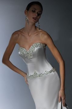 Victor Harper - Designer Bridal Gown - Style VH137 (close up)