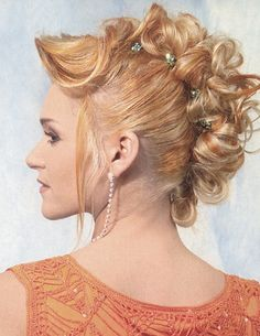 French Roll Doppelganger.  Method:  This up style is perfect for medium length hair and is made to look like the classic French roll. Simply pin up individual strands of hair to the middle of the head and decorate with delicate hair jewelry.