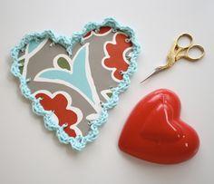 Corazón con tijeras de costura