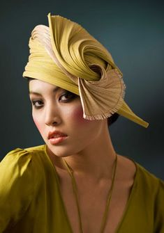 Funny, I really don't like to wear hats... but this is so beautiful....Laurence Leleux collecion Art Deco