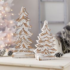This set of White Washed Wood Trees will bring rustic charm to your living space this Christmas. The white washed finish gives it a unique, detailed look. Wooden Christmas Decorations, Pallet Christmas Tree, Christmas Tree Crafts, Farmhouse Christmas Decor, Rustic Christmas, Christmas Projects, Christmas Markets, Christmas Snowman, Christmas Christmas