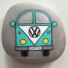 #artrocks #bil #earth #folkevogn #folkevognsrugbrød #green #happy #hobby #handmade #happyrocks #instaart #instaartist #love #loverocks #malesten #naturerocks #posca #painting #paintedrocks #paintedstones #paintedpebbles #rocksROCK #rockpainting #sten #stone #stenmaling #stonepainting #vw #volkswagen #vwbus