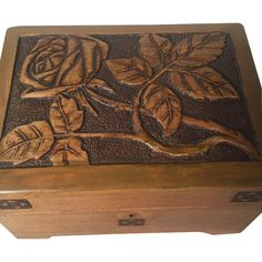 Art Nouveau Carved Wood Treasure - Jewelry Box / Casket, from circa 1910.  The box and carvings are in a good condition also the wotking lock and original key(picture 10).  Dimensions are: 7,5in x d 5 3/4in x h 5in.