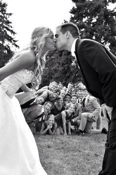 I love this wedding group photo!