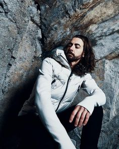 Another nice shot from our Moncler shooting starring the Grenoble FW17 collection.  LINK IN BIO. #maximilian #fashion #lookbook #instastyle #streetstyle #stylish #fashionista #fashionblogger #instafashion #ootd #lotd #blogger #styles #outfit #men #jacket #white #down #moncler #style #grenoble #fall #winter