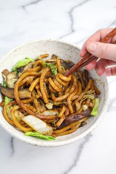 Shanghai Noodles with Mushrooms and Cabbages {Katie at the Kitchen Door} Vegetarian Recipes, Cooking Recipes, Healthy Recipes, Vegan Meals, Diet Recipes, Shanghai Noodles, Shanghai Food, Shanghai Tang, Gourmet