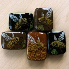 https://flic.kr/p/6SosAV   Honey bee Pendants   With front resin pour. Top drilled from side to side.