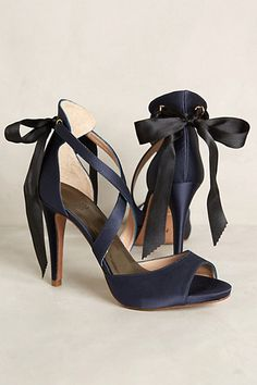 hoss intropia revelry heels / anthropologie b. Pretty Shoes, Beautiful Shoes, Cute Shoes, Me Too Shoes, Gorgeous Heels, Bow Heels, Shoes Heels, Pumps, Casual Chique