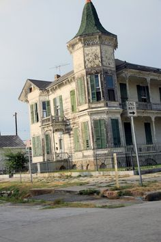 *ABANDONED ~ Galveston Texas - Haunted beach house! (I don't think it's really abandoned - the grass is mowed lol - but still a cool old house in Galveston!)