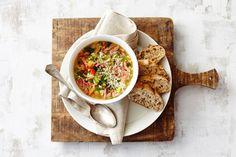 Herfstminestrone met witte bonen, spekjes en Parmezaanse kaas  - Recept - Allerhande - Albert Heijn
