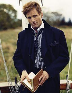 Viggo Mortenson - A man with a book is always attractive.