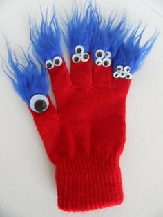 Spread the love Affordable Simple Toys Crafts DIY from 32 of the Cool Simple Toys Crafts DIY collection is the one loved by parents and DIY craft masters. This Simple Toys Crafts DIY is easy to do. It is related to gloves, winterglove, mittens. Glove Puppets, Sock Puppets, Hand Puppets, Monster Gloves, Monster Dolls, Puppet Crafts, Toy Craft, Manualidades Halloween, Halloween Crafts